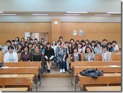 平成28年度介護福祉学科・専攻科卒業生と記念撮影